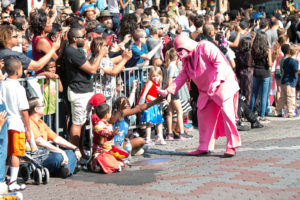 A character high fives kids at the Dragon Con parade